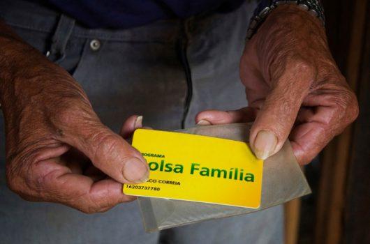 Governo tira dinheiro do Bolsa Família no Nordeste para bancar publicidade oficial