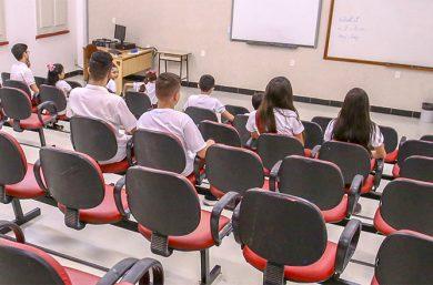 Conselho Nacional de Educação propõe que escolas evitem reprovar em 2020