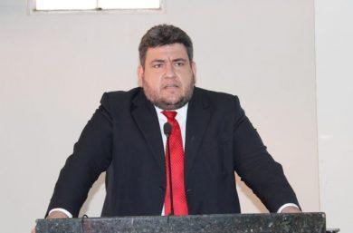 Pior prefeito de Picos, diz Hugo Victor sobre o Padre Walmir