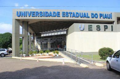 Uespi lança edital de concurso com 65 vagas para professor formador