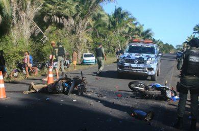Dois homens morrem e um fica ferido durante colisão entre três motos na PI-112