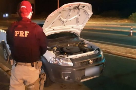 Picos: Idoso é preso conduzindo carro roubado