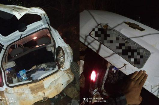Criminosos roubam carro e sofrem acidente na fuga