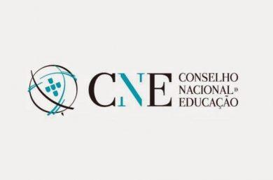 CNE aprova ensino remoto até dezembro de 2021 e fusão de anos letivos
