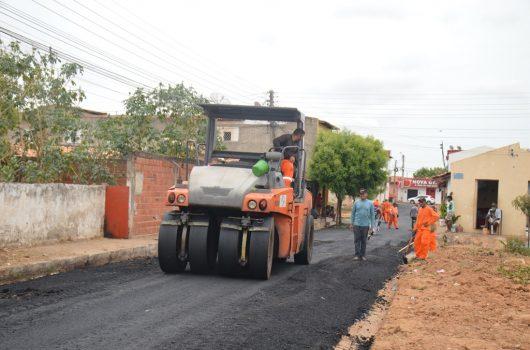 Picos: Wellington Dias investe R$ 3 milhões em asfalto