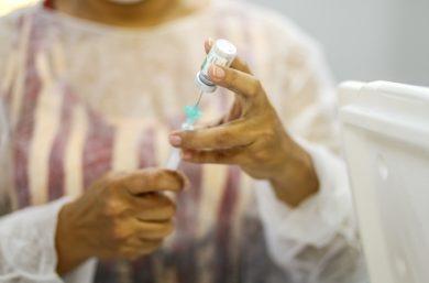 Brasil deve começar a produzir vacina russa contra a covid-19 em dezembro