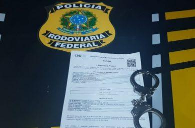 Picos: PRF prende homem foragido por estupro de vulnerável na BR-316