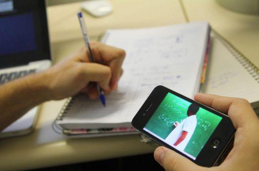Governo do Estado distribui chips com internet para 140 mil estudantes