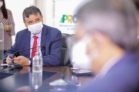 Governadores decidem que a 1ª vacina liberada será adotada pelos governos estaduais