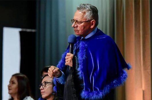 Jair Bolsonaro nomeia Gildásio Guedes como novo reitor da UFPI