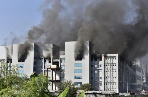 Incêndio atinge Instituto Serum, que produz vacinas contra a Covid-19 na Índia