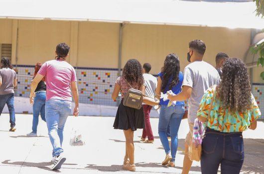 Com abstenção recorde no 1º dia, estudantes voltam a fazer Enem neste domingo no Piauí