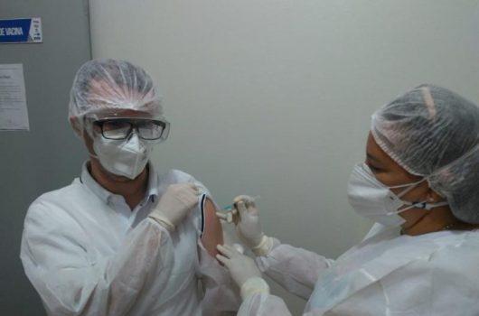 Picos inicia a vacinação contra COVID