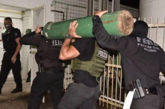 Polícia apreende caminhão desviando cilindros de oxigênio em Manaus