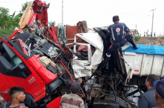 Caminhoneiro piauiense sofre grave acidente na BR-222 em Sobral no Ceará
