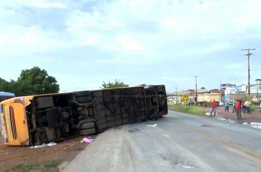 Cinco pessoas morrem em acidente na Bahia com ônibus que saiu de Valença