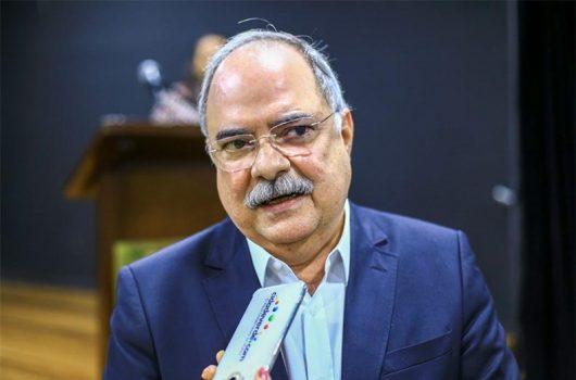 Governo cobra posição do Ministério sobre insumos e não descarta lockdown