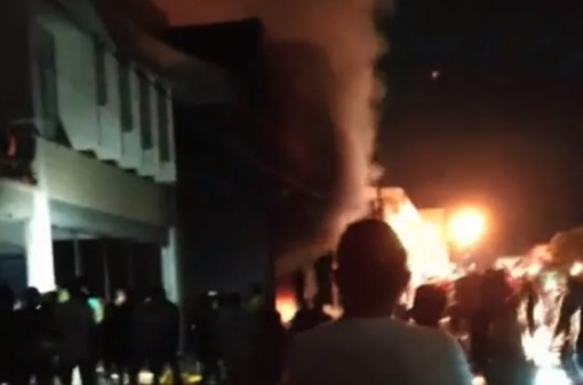 Loja explode e 12 apartamentos ficam destruídos durante incêndio em Floriano