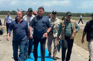 Em escala para o Ceará, Bolsonaro se encontra com Mão Santa em Parnaíba