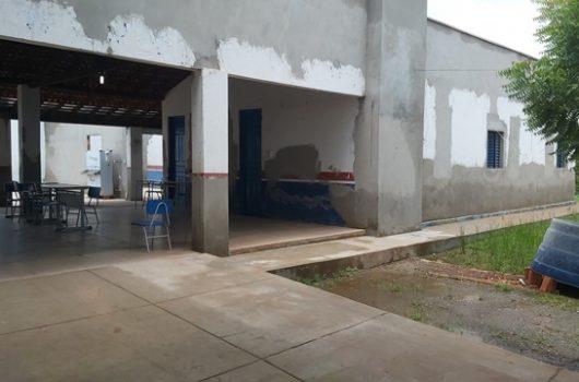 Dupla com arma de fogo invade escola e faz arrastão na cidade de José de Freitas