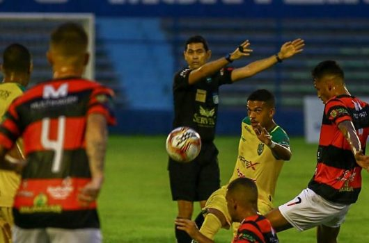 Com goleiro improvisado, Picos fica no empate diante o Flamengo