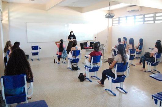 Faculdade R.Sá retorna aulas presenciais através do ensino híbrido