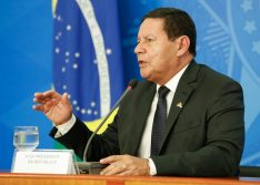 Mourão diz que governo deveria ter mantido o auxílio emergencial