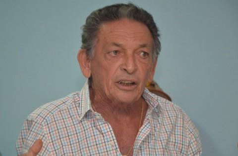 Prefeito Gil Paraibano compra R$ 425 mil em livros sem licitação