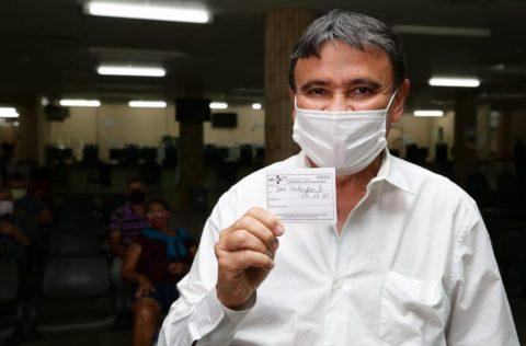Governador Wellington Dias toma a primeira dose contra o Novo Coronavírus