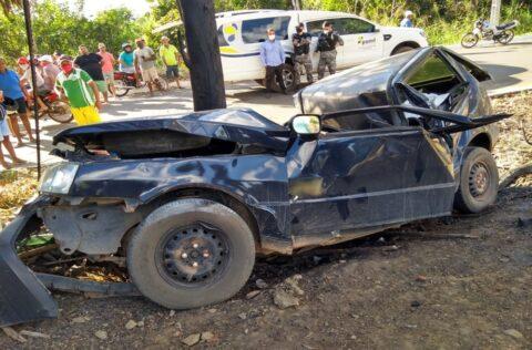 Dois jovens morrem após carro colidir contra árvore no Sul do Piauí