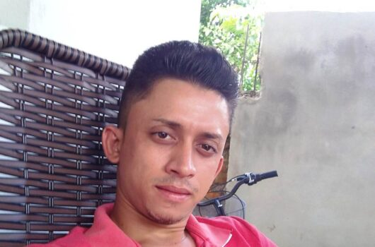 Jovem de 25 anos é assassinado a tiros dentro de bar em Pimenteiras
