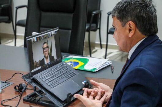 Wellington Dias assume compromisso com alfabetização na idade certa em seminário